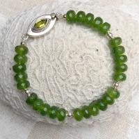 Armband met kralen van peridoot (olivijn) en zilver