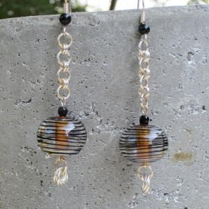 Oorbellen met kralen van Leerdamse glasbeurs.